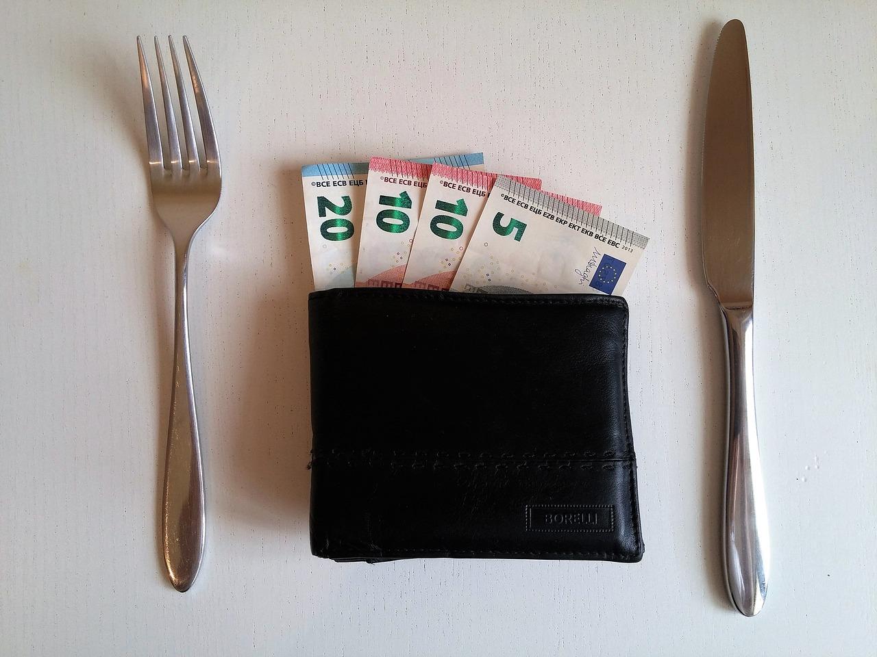 Petits revenus : Faut-il consommer ou investir ?
